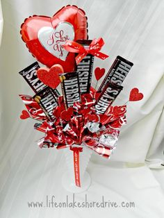 30 Easy and Beautiful Valentine Candy Bouquet Ideas - HomeCo.- 30 Easy and Beautiful Valentine Candy Bouquet Ideas – HomeCoach Valentine Candy Bouquet Ideas 19 - Valentines Day Baskets, Valentines Day Decorations, Valentine Day Crafts, Valentine Ideas, My Funny Valentine, Happy Valentines Day, Valentine Heart, Candy Bar Bouquet, Gift Bouquet