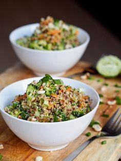 Thai-Veggie-Quinoa-Bowls-Recipe This Thai Veggie Quinoa Bowl recipe is a perfect summer one pot meal. Full of crunchy flavors and a sharpy and tangy Asian inspired dressing. Healthy and delicious. Vegan and Gluten-Free too. Veggie Recipes, Asian Recipes, Whole Food Recipes, Vegetarian Recipes, Cooking Recipes, Healthy Recipes, Cooking Ideas, Healthy Tips, Broccoli Recipes
