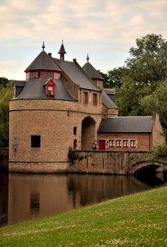 De Ezelspoort in Brugge (West-Vlaanderen, België)