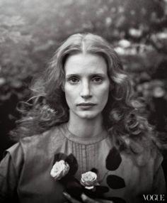 Annie-Leibovitz---Jessica-Chastain---Vogue-2013_12_05