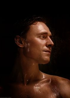 Tom Hiddleston Shirtless | Animated gif of Tom Hiddleston being shirtless and sweaty]doctor-pie ...