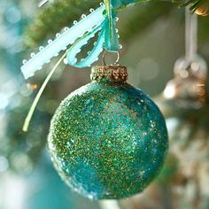 Get crafty this Christmas! This holiday, create the look you've always wanted for your home with these easy DIY Christmas ornaments. Peacock Christmas, Blue Christmas, Christmas Balls, All Things Christmas, Winter Christmas, Turquoise Christmas, Christmas Time, Merry Christmas, Homemade Ornaments