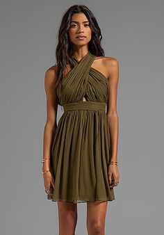 Best Wedding Guest Dresses For Fall and Winter Weddings Photo 30