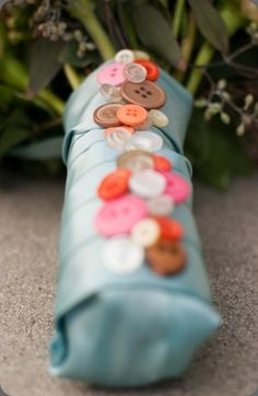 Also a fabulous idea for a bouquet since I have my late mother's button collection!  What a great way to remember her on my wedding day!
