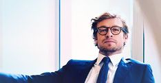 the-crimson-ticket:  SIMON BAKER'S GLASSES. WHY CAN'T HE WEAR THESE ON 'THE MENTALIST'.