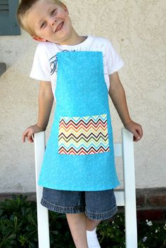 How to make a fat quarter children's apron - so easy! Great tutorial!