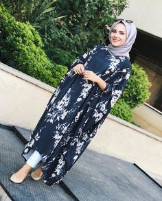 Most beautiful clothing for veiled costumes latest fashion Modern Hijab Fashion, Muslim Women Fashion, Islamic Fashion, Abaya Fashion, Modest Fashion, Fashion Outfits, Moda Hijab, Mode Abaya, Hijab Fashionista