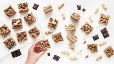 Ideální svačina? Domácí müsli tyčinky, které zvládne upéct každý! - Proženy Muesli, Healthy Baking, Tiramisu, Cereal, Food And Drink, Breakfast, Erika, Cakes, Cake