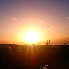 Una de las cosas que me gusta en mis mañanas... ver salir el sol desde mi ventana, la suerte de vivir en este paraíso - #lanzarote - #Arrecife
