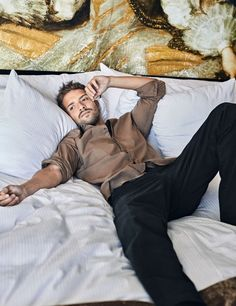 personajes, pablo alboran, xlsemanal (2) Gods Of The Arena, Male Pose Reference, Jose Luis Rodriguez, Carlo Rivera, Charlie Carver, Men In Bed, Miguel Bose, Cool Poses, Male Poses