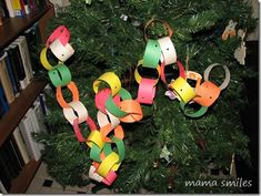 First Christmas Craft: Paper Chains ~ Mama Smiles - Joyful Parenting Christmas Crafts For Toddlers, Toddler Christmas, Toddler Crafts, First Christmas, Christmas Themes, Holiday Crafts, Holiday Fun, Christmas Cards, Christmas Ornaments