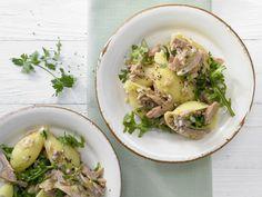 Thunfisch-Zitronen-Pasta - mit Rucola - smarter - Kalorien: 572 Kcal - Zeit: 35 Min. | eatsmarter.de #rezept #rezepte #eatsmarter #pasta #nudeln #penne #spaghetti #fussili #kohlenhydrate #italien #italienisch #thunfisch #fisch #zitrone #rucola