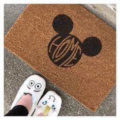 Cute disney welcome mat! Mickeys Head Cute disney welcome mat! Casa Disney, Disney Rooms, Disney Diy, Disney Crafts, Disney Love, Disney Magic, Disney Dream, Disney Stuff, Mickey Y Minnie