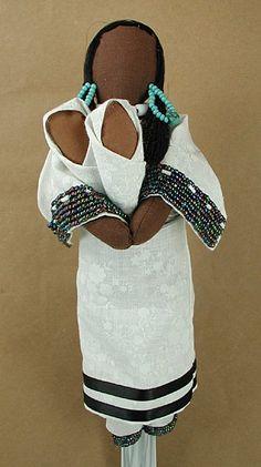 Native American Oglala Lakota no face doll White Calico Ina Storyteller Diane Tells His Name - Lakota. White Calico Ina Storyteller - No Face Doll Native American Dolls, Native American Crafts, Native American Indians, American Art, Saint Yves, Cultural Crafts, Indian Dolls, Nativity Crafts, Native Art