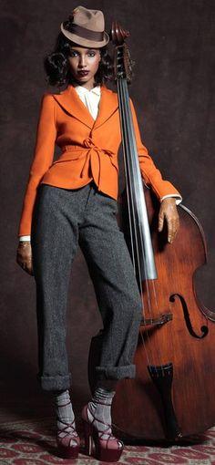 Los instrumentos también saben posar de forma elegante. Sea cual sea el tuyo, traetelo al estudio y disfruta para siempre de su compañia. www.sensahion.com