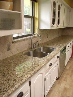 Easy Backsplash Neutral Enough With Venetian Gold Granite Countertops Kitchen