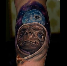 Don't we all wish we had an E.T. of our own waiting for us at home?Tattoo by Victor Chil.