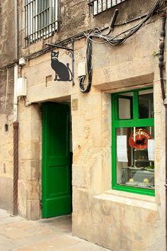 O gato negro. Rúa do Franco, Santiago de Compostela (Spain).