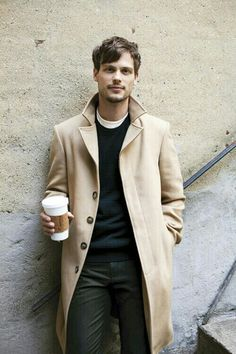 Matthew Gray Gubler - Obsessed with overcoats this season. An instant smart touch to a casual outfit. Matthew Gray Gubler, Matthew Grey, Fashion Moda, Look Fashion, Mens Fashion, Winter Fashion, Fashion Ideas, Guy Fashion, Fashion Updates