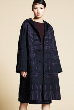 Centering on high-quality textiles developed in Japan with crafting techniques from India, HaaT offers a range of long-lasting clothes and accessories with a handcrafted touch. Issey Miyake, Kenzo, What To Wear, Duster Coat, Minimalist, Military, Textiles, Brand New, Coats