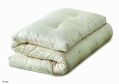 Futon Cocolat ( imbottitura pura lana, puro cotone, lattice, fibra di cocco)  Cod. futCocolat - Marca: Giwa  Il futon è il materasso naturale di antica tradizione giapponese, utilizzabile come materasso nel letto o come seduta di un divano-letto.  Termoisolante ed anallergico, il futon garantisce una traspirazione continua e ci difende dall'insorgere di campi elettromagnetici, acari e polveri. Trapuntato a mano, ogni futon dispone di una cerniera d'ispezione.