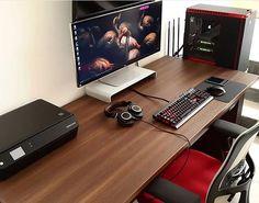 ▪️By ▪️Submit yours via DM▪️(ignore hashtags) Simple Computer Desk, Computer Desk Setup, Pc Gaming Setup, Computer Build, Gaming Desk, Pc Setup, Room Setup, Office Games, Office Setup