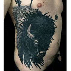 Black Ink Badass Mens Rib Cage Side Bison With Arrows Tattoos Bull Tattoos, Arrow Tattoos, Animal Tattoos, Body Art Tattoos, Men Tattoos, Tatoos, Cage Thoracique, Rib Cage, Bison Tattoo
