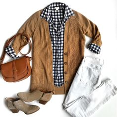 Putting Me Together. Black and white ginham shirt+white jeans+taupe ankle boots+camel cardigan+camel crossbody. Outfits Otoño, Cardigan Outfits, Brown Cardigan Outfit, Love Fashion, Winter Fashion, Punk Fashion, Lolita Fashion, Comfy Shoes, Glamour