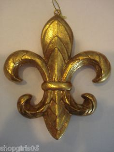 NEW! BEAUTIFUL GOLD FLEUR DE LIS MARDI GRAS/CHRISTMAS ORNAMENT. MEASURES APPROX. 5 INCHES TALL BY 4 INCHES WIDE. NICE!!
