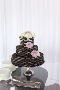 Say is ain't so! An Oreo cake for a fun AND classy wedding! Decorate with flowers, eat, repeat.