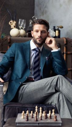 A slightly different business outfit for men - high quality and classic with a clear vintage look. Gentleman Mode, Gentleman Style, True Gentleman, Sharp Dressed Man, Well Dressed Men, Mode Masculine, Moda Formal, Man Photography, Men Fashion Photography