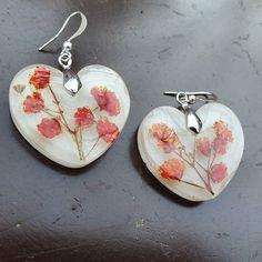 #red #babybreath #in #heartshape #snow #brisisbijoux #inlove #lovegift #handmade #earrings #brisisbijoux #buyalbanian #buyhandmade
