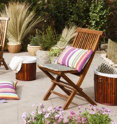¡Dale un toque de color a tus muebles rústicos con cojines vistosos! Ven por los tuyos a Easy. ¿Te gusta esta idea? Pinéala en #MiJardinPerfecto  #Terraza  #Deco #Primavera  #Muebles #Jardín #easychile #easytienda #easy #Concurso Outdoor Furniture Sets, Outdoor Decor, Easy, Home Decor, Pop Of Color, Rustic Furniture, Terrace, Home Decoration, Cushions