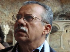 Luis Barrera Linaresnació el 3 de junio de 1951 en Maracaibo. Es Licenciado en la Universidad Pedagógica de Caracas (1976), de Letras en la Universidad de Venezuela. Es autor de 35 libros cuyas ár...