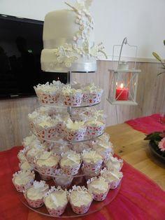 wedding - weddingcake with matching cupcakes.       ~ LOVE 'EM❗❕‼❕❗