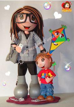Fofuchas personalizadas. Madre e hijo. Fofucha con gafas y bolso. NIño con cometa.