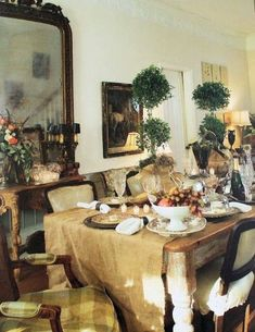 French Laundry: The French Inspired Home - Liking the burlap table cloth French Interior, French Decor, French Country Decorating, French Country Cottage, French Country Style, Rustic French, French Farmhouse, Coastal Cottage, Country Chic