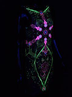"""Schwarzlicht Kleid für Frauen Kurz Tank Top """"Atomic Generator"""" #blacklight #schwarzlicht #neon #party #psy #clothing #publicbeta"""