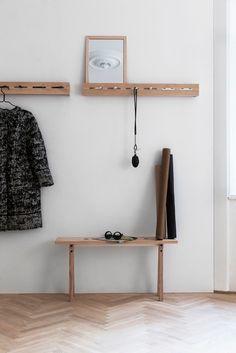 Portemanteau Line-up Nomess - Blanc/Bois naturel Interior Design Tips, Interior Styling, Interior And Exterior, Hall Interior, Interior Ideas, Design Ideas, Hallway Inspiration, Interior Inspiration, Wood Home Decor