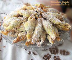 Hungarian cornulete fragede recipe (It is written . Hungarian Desserts, Romanian Desserts, Romanian Food, Hungarian Recipes, Top Recipes, Sweet Recipes, Snack Recipes, Dessert Recipes, Cooking Recipes