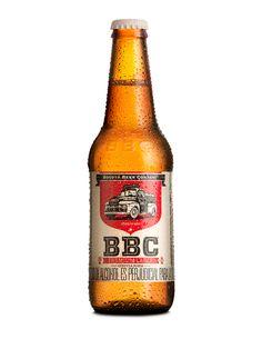 Bogotá Beer Company es una cervecería local que nos pidió que diseñáramos la etiqueta de BBC Lager su cerveza premium que quiere competir en el mercado sin perder sus características y respaldo de BBC. El reto en este trabajo era hacer evidente el respaldo de BBC pero alejándose del concepto de la cerveza artesanal para competir en el segmento premium, una nueva expresión en la ilustración del camión y un manejo mas sobrio del color protagonizan la etiqueta - Lip Estudio de Diseño