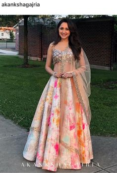 Latest Collection of Lehenga Choli Designs in the gallery. Lehenga Designs from India's Top Online Shopping Sites. Mehendi Outfits, Indian Bridal Outfits, Indian Designer Outfits, Designer Dresses, Designer Wear, Indian Outfits Modern, Indian Fashion Trends, Indian Bridal Fashion, Asian Fashion