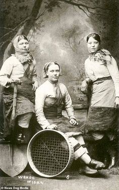 Women Miners in Pants Who Shocked Victorian Britain Chatterley Whitfield Colliery - UK Coal Mine Rare Photos, Old Photos, Vintage Photos, Figure Of Speech, Victorian Women, Victorian Life, Coal Mining, Working Class, Women In History