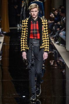 Oliver Rousteing's Balmain is as much about the clothes as it is about the presentation. Beginning with models, Balmain's fall-winter 2016 men's show was opened… Lucky Blue Smith, Fall Winter 2016, Mens Winter, Modern Fashion, Mens Fashion, R13 Denim, The Fashionisto, Gq Men, Men's Collection