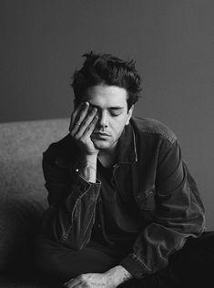 Xavier Dolan photographed by Fred Gervais Male Models Poses, Fashion Model Poses, Male Poses, Portrait Photography Men, Fashion Photography Poses, Photography Studios, Inspiring Photography, Flash Photography, Photography Tutorials