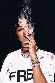 smokingsomethingwithrihanna