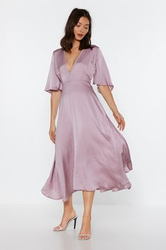 Good for twirling. The Give It a Whirl Dress comes in satin and features a plunging V-neckline, wide sleeves, and midi silhouette. Satin Midi Dress, Satin Dresses, Nice Dresses, Prom Dresses, Bridesmaid Dresses, Silk Dress, Women's Dresses, Casual Dresses, Wrap Dress
