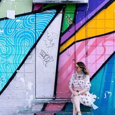 I was so excited to find these hidden treasures in downtown Las Vegas ️- nestled between 6th and 7th streets is this row of wall art which served as an awesome backdrop for pictures! This dress is @zara and is amazing if you are looking for