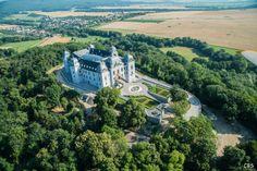Obnova a prestavba zámku v Haliči Palace, Golf Courses, River, Adventure, Mansions, History, House Styles, Outdoor, Castles