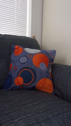 Cushion cover, circles circles and circles, using applique machine embroidery. A way to use recycled materials Free Motion Embroidery, Machine Embroidery, Cushion Pads, Cushion Covers, Recycled Materials, Textile Art, Circles, Craft Supplies, Upcycle